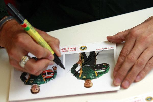 Albert Park, Melbourne, Australia24th March 2011.Jarno Trulli, Team Lotus Renault T128 and Heikki Kovalainen, Team Lotus Renault T128 sign their autogrpahs for fans.World Copyright: Charles Coates/LAT Photographicref: Digital Image _X5J5898
