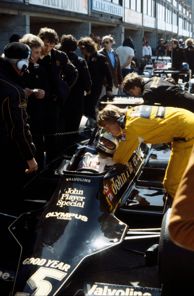 Zandvoort, Holland. 25-27 August 1978. Mario Andretti (Lotus 79-Ford), 1st position, with Ronnie Peterson (Lotus 79-Ford), 2nd position,  in the pit lane during practice, action.  World Copyright: LAT Photographic. Ref: 78HOL09