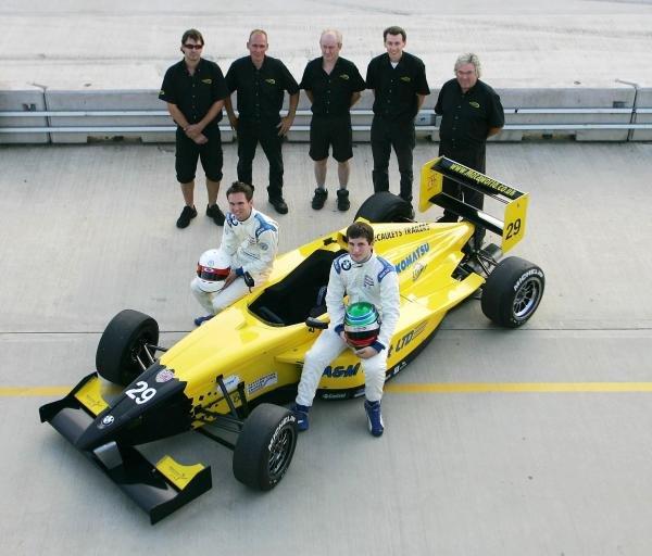 2004 Motaworld Racing team shot.Formula BMW UK Championship, Rockingham, England, 4-5 September 2004.DIGITAL IMAGE.