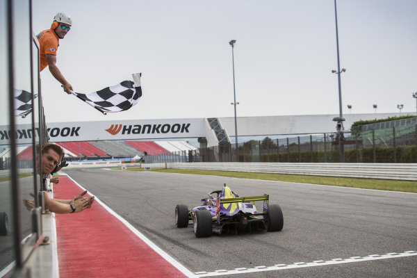 Jamie Chadwick (GBR) takes the chequered flag to win the race
