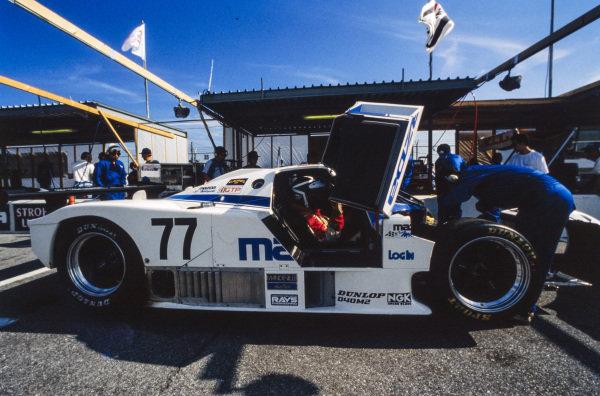 Yoshimi Katayama / Takashi Yorino / Elliot Forbes-Robinson, Mazda Motors of America, Mazda 767 B, in the pits.