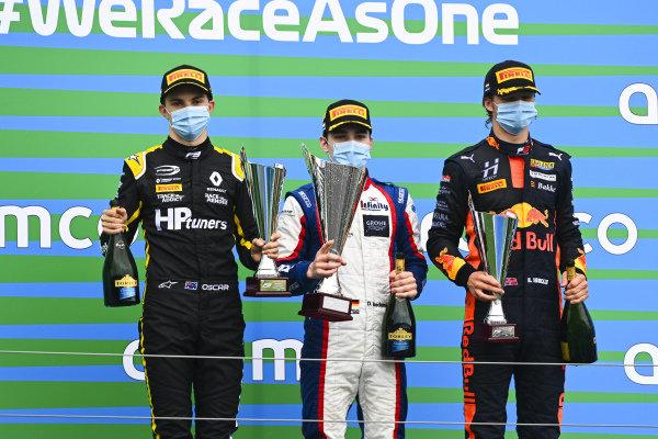 Oscar Piastri (AUS, PREMA RACING), Race winner David BECKMAN (DEU, TRIDENT MOTORSPORT) and Dennis Hauger (NOR, HITECH GRAND PRIX) on the podium with the trophy