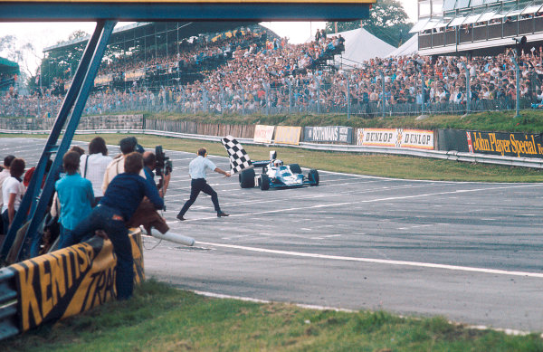 1974 British Grand Prix.Brands Hatch, England.18-20 July 1974.Jody Scheckter (Tyrrell 007 Ford) takes the chequered flag for 1st position.Ref-74 GB 13.World Copyright - LAT Photographic