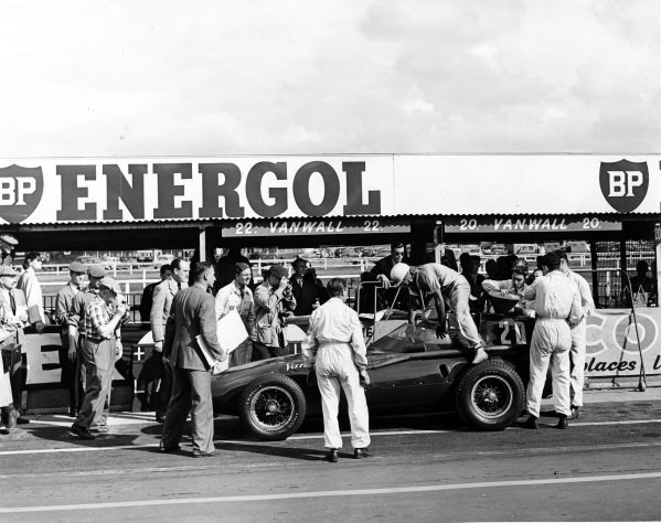 Aintree, England.18-20 July 1957.Stirling Moss (Vanwall) makes his last pitstop. He finished in 1st position with Tony Brooks. Autosport Technical Editor John Bolster and MotorSport photographer Michael Tee can be seen left.Published-Autocar 26/7/1957 p114.World Copyright - LAT Photographic