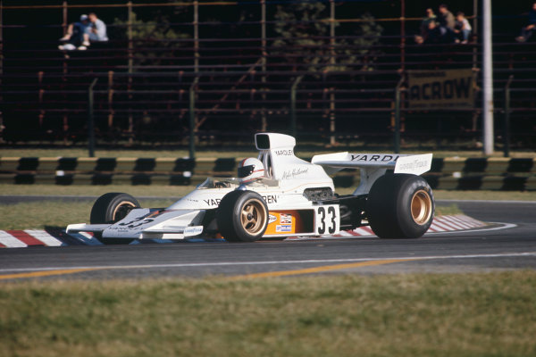 1974 Argentinian Grand Prix  Buenos Aires, Argentina. 11-13th January 1974.  Mike Hailwood, McLaren M23 Ford, 4th position.  Ref: 74ARG04. World Copyright: LAT Photographic