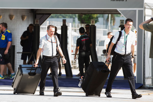 Sepang International Circuit, Sepang, Kuala Lumpur, Malaysia. Thursday 26 March 2015. Paddy Lowe, Executive Director (Technical), Mercedes AMG, arrives at the circuit dragging a suitcase. World Copyright: Charles Coates/LAT Photographic. ref: Digital Image _N7T1577