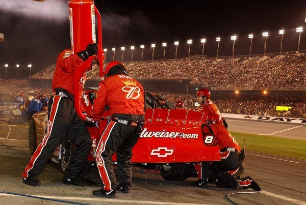 Dale Earnhardt Jr (USA) Budweiser Chevrolet makes a pit stop en route to victory.