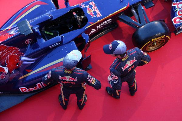 Daniil Kvyat (RUS) Scuderia Toro Rosso and Jean-Eric Vergne (FRA) Scuderia Toro Rosso with the new Scuderia Toro Rosso STR9. Scuderia Toro Rosso STR9 Launch, Jerez, Spain, Monday 27 January 2014.