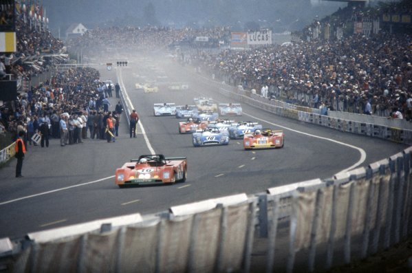 1973 Le Mans 24 hours.Le Mans, France. 9-10 June 1973.Arturo Merzario/Carlos Pace leads Jacky Ickx/Brian Redman (both Ferrari 312PB), Jean-Pierre Beltoise/Francois Cevert, Henri Pescarolo/Gerard Larrousse, Jean-Pierre Jabouille/Jean-Pierre Jaussaud (all Matra-Simca MS670B), Carlos Reutemann/Tim Schenken (Ferrari 312PB) and Bob Wollek/Patrick Depailler (Matra-Simca MS670B) at the start.World Copyright: LAT PhotographicRef: 35mm transparency 73LM10