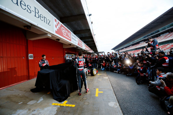 Circuit de Catalunya, Barcelona, Spain Monday 22 February 2016. Romain Grosjean, Haas F1, and Esteban Gutierrez, Haas F1, unveil the Haas VF-16 Ferrari. World Copyright: Sam Bloxham/LAT Photographic ref: Digital Image _R6T6345