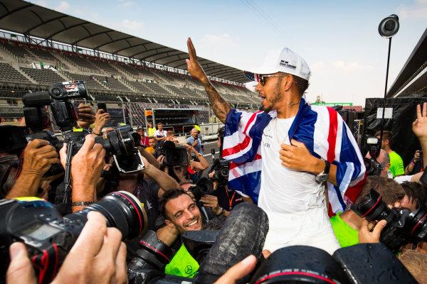 Autodromo Hermanos Rodriguez, Mexico City, Mexico. Sunday 29 October 2017. Lewis Hamilton, Mercedes AMG, celebrates his 4th World Championship with the Mercedes AMG Team. World Copyright: Sam Bloxham/LAT Images  ref: Digital Image _W6I1497