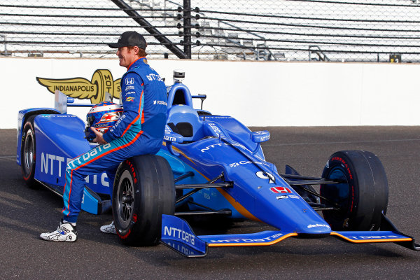Verizon IndyCar Series Indianapolis 500 Qualifying Indianapolis Motor Speedway, Indianapolis, IN USA Monday 22 May 2017 Scott Dixon, Chip Ganassi Racing Teams Honda, Ed Carpenter, Ed Carpenter Racing Chevrolet, i98/ pose for front row photos World Copyright: Phillip Abbott LAT Images ref: Digital Image abbott_indyQ_0517_21712