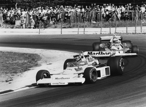 Brands Hatch, England.  16-18 July 1976.  James Hunt (McLaren M23 Ford) leads Niki Lauda (Ferrari 312T2). Hunt finished first but was disqualified later for using the spare car in the restart. Ref: 8892_33A.  World Copyright - LAT Photographic