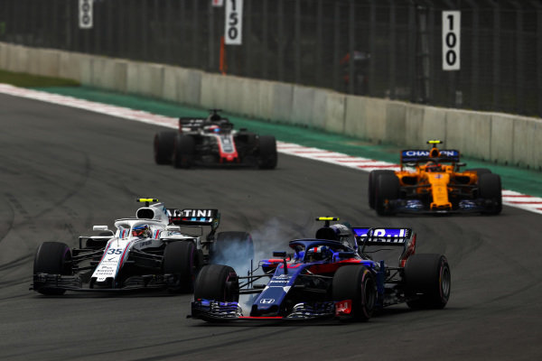 Pierre Gasly, Scuderia Toro Rosso STR13, leads Sergey Sirotkin, Williams FW41, Stoffel Vandoorne, McLaren MCL33, and Romain Grosjean, Haas F1 Team VF-18