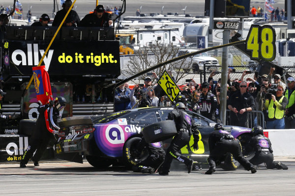 #48: Jimmie Johnson, Hendrick Motorsports, Chevrolet Camaro Ally pit stop