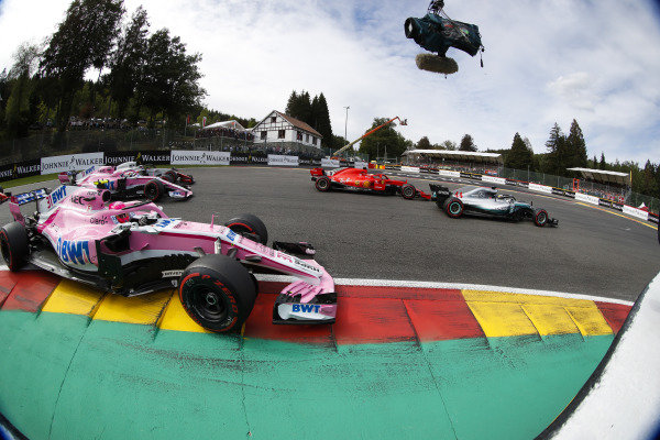 Lewis Hamilton, Mercedes AMG F1 W09, leads Sebastian Vettel, Ferrari SF71H, Esteban Ocon, Racing Point Force India VJM11, Sergio Perez, Racing Point Force India VJM11, and Romain Grosjean, Haas F1 Team VF-18, at the start.