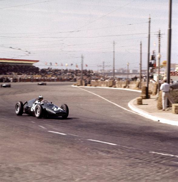 1960 Portuguese Grand Prix.Porto, Portugal.12-14 August 1960.Dan Gurney (BRM P48).Ref-3/0195.World Copyright - LAT Photographic