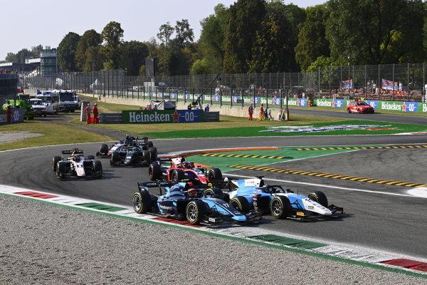 Richard Verschoor (NLD, MP Motorsport) Marcus Armstrong (NZL, DAMS) Bent Viscaal (NLD, Trident)