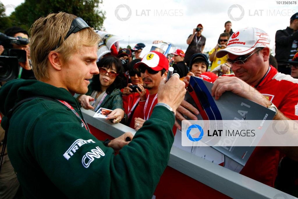 Albert Park, Melbourne, Australia24th March 2011.Heikki Kovalainen, Team Lotus Renault T128 signs his autograph for a fan.World Copyright: Charles Coates/LAT Photographicref: Digital Image _26Y5590