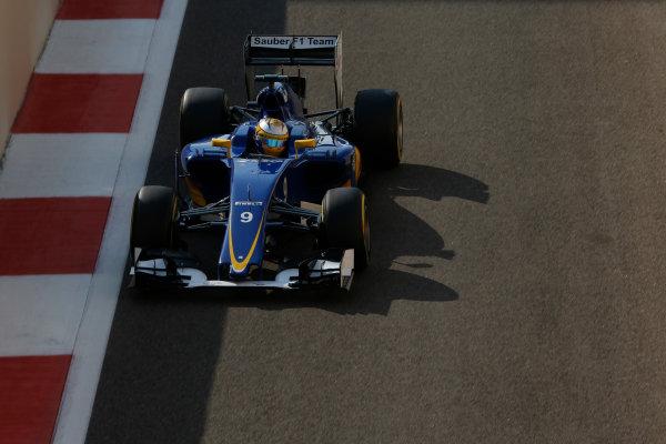 Yas Marina Circuit, Abu Dhabi, United Arab Emirates. Saturday 28 November 2015. Marcus Ericsson, Sauber C34 Ferrari. World Copyright: Charles Coates/LAT Photographic ref: Digital Image _99O9023