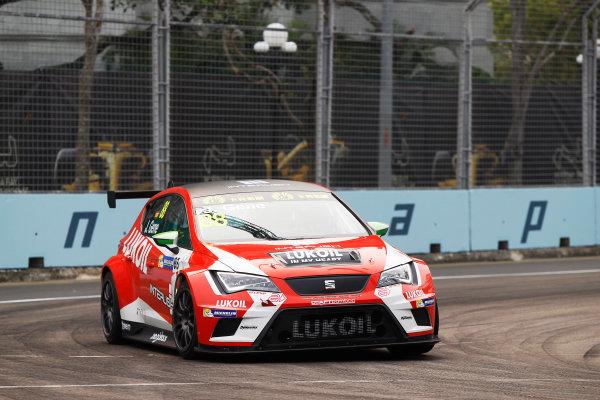 2015 TCR International Series Round 9. Marina Bay Circuit, Singapore. Friday 18 September 2015. Jordi Gene, No.88 Team Craft-Bamboo LUKOIL. World Copyright: Sam Bloxham/LAT Photographic. ref: Digital Image _G7C3291