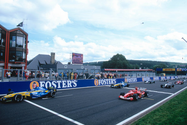 2004 Belgian Grand Prix.Spa Francorchamps, Belgium. 27th - 29th August.Jarno Trulli, Renault R24 leads the field away at the start of the race Action. World Copyright:LAT PhotographicRef:35mm Image A19