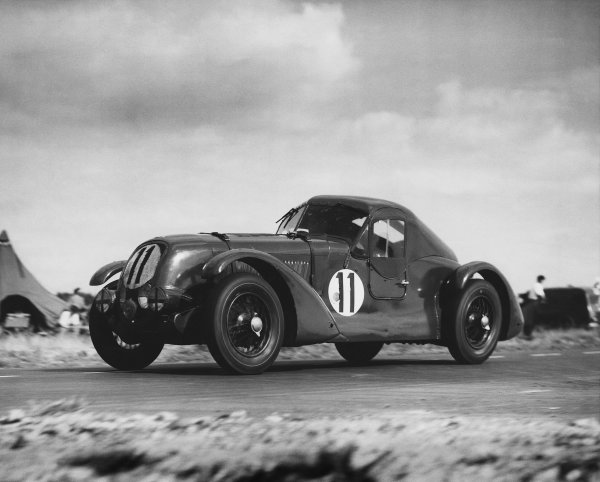 "Le Mans, France. 24th - 25th June 1950 Eddie Hall/T. Clarke (Bentley ""TT"" 1934), 8th position, action. Ref: C27254 World Copyright: LAT Photographic."