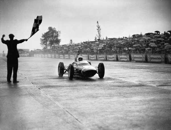 1961 German Grand Prix.Nurburgring, Germany. 6 August 1961.Stirling Moss (Lotus 18/21-Climax), 1st position, at the finish, action.World Copyright: LAT PhotographicRef: C63154