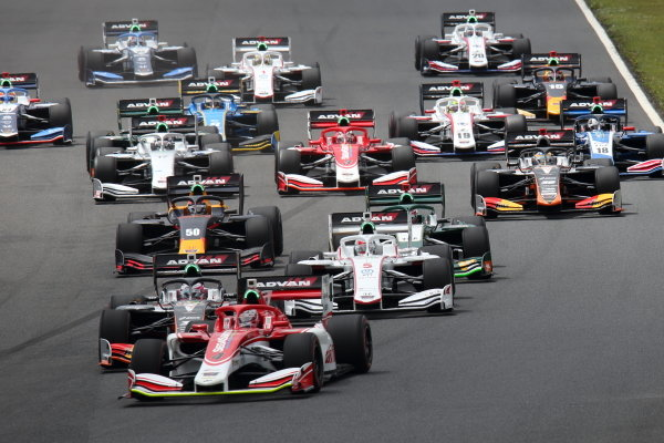 Yuji Kunimoto, Kondo Racing leads Sho Tsuboi, JMS P.mu/cerumo-INGING and Nirei Fukuzumi, DoCoMo Team Dandelion Racing
