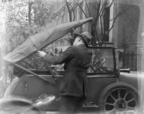 Morris Cowley showing folding roof.