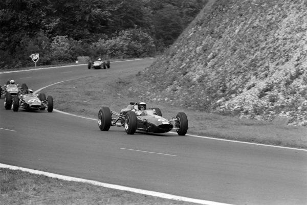 Jim Clark, Lotus 35 Ford, leads Jochen Rindt, Brabham BT16 Ford.