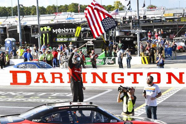 #22: Brad Keselowski, Team Penske, Ford Mustang Snap-On celebrates his win