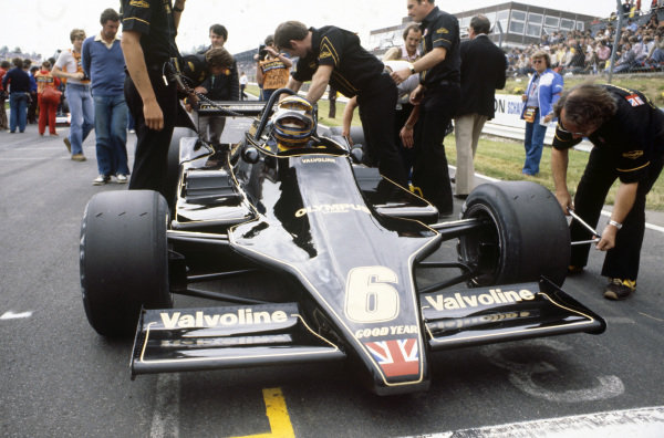 Ronnie Peterson, Lotus 79 Ford on the grid.