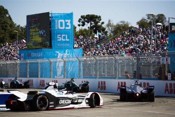 Mitch Evans (NZL), Panasonic Jaguar Racing, Jaguar I-Type 3 leads Robin Frijns (NLD), Envision Virgin Racing, Audi e-tron FE05 and Jose Maria Lopez (ARG), GEOX Dragon Racing, Penske EV-3