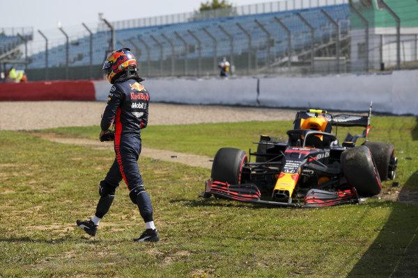 Alexander Albon, Red Bull Racing RB16 after crashing