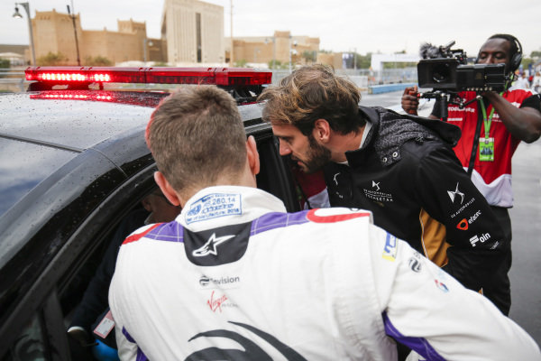Jean-Eric Vergne (FRA), DS TECHEETAH and Robin Frijns (NLD), Envision Virgin Racing chat with Race Director Scot Elkins