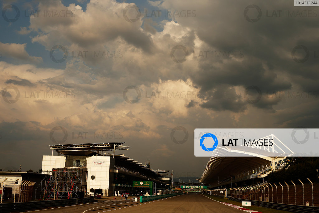 Sepang International Circuit, Sepang, Kuala Lumpur, Malaysia. Thursday 26 March 2015. The pit straight. World Copyright: Glenn Dunbar/LAT Photographic. ref: Digital Image _89P6035