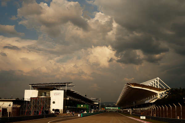 Sepang International Circuit, Sepang, Kuala Lumpur, Malaysia. Thursday 26 March 2015. The pit straight. World Copyright: Glenn Dunbar/LAT Photographic. ref: Digital Image _89P6035