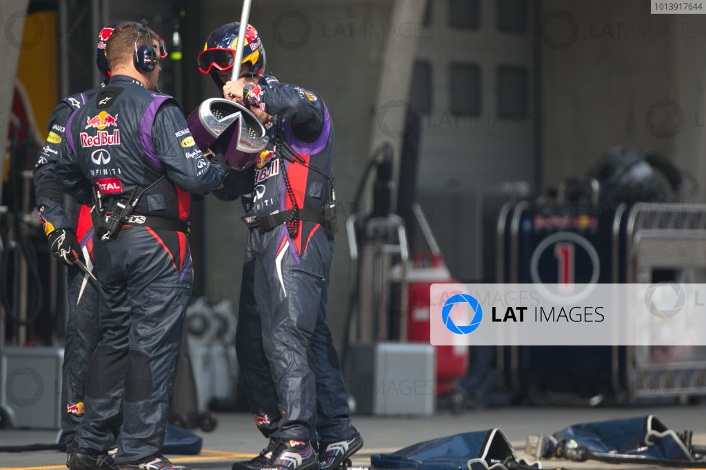 Shanghai International Circuit, Shanghai, China Sunday 14th April 2013 Red Bull pit crew change the driver indicator system in the pits. World Copyright: Andy Hone/LAT Photographic ref: Digital Image HONZ7037