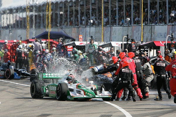 24-26, July, 2009, Edmonton, Alberta, CanadaCrews try to put out the fire on Tony Kanaan car© 2009 Perry Nelson, CanadaLAT Photographic