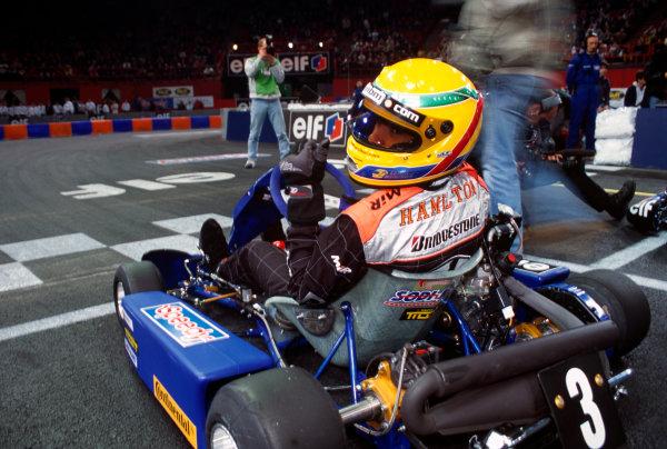 2000 Elf Masters Karting. Bercy, Paris. 9th - 10th December 2000. Lewis Hamilton, action. World Copyright: Chris Dixon/LAT Photographic. ref: 2K Karts A32