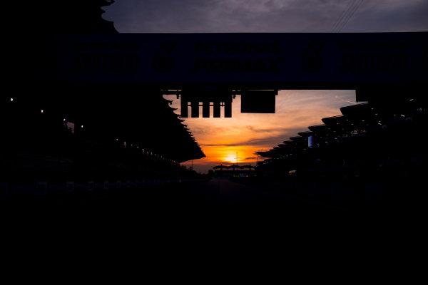 Sepang International Circuit, Sepang, Malaysia. Friday 29 September 2017. Sun rises at the Sepang Circuit. World Copyright: Zak Mauger/LAT Images  ref: Digital Image _56I2069