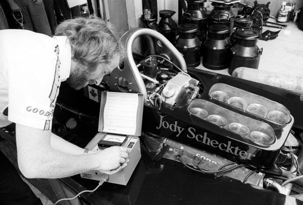 A Wolf mechanic uses a Castrol Vapour Lock Indicator on the Wolf WR5 of Jody Scheckter (RSA). 