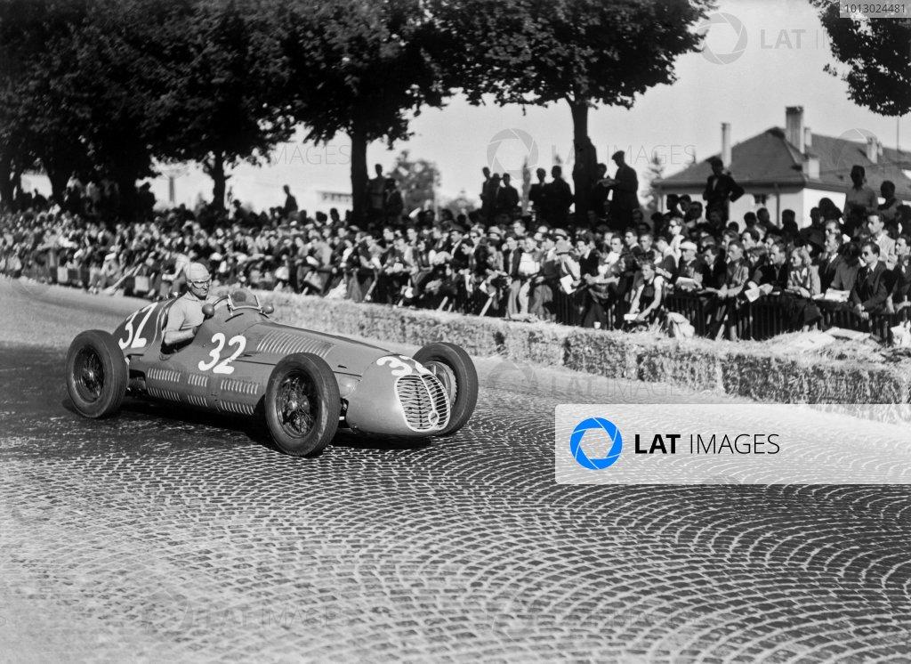 1948 Swiss Grand Prix.Bremgarten, Berne, Switzerland. 4 July 1948.Alberto Ascari, Maserati 4CLT/48, 5th position, action.World Copyright: LAT PhotographicRef: C22583