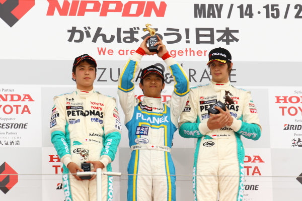 2011 Japanese Formula Three ChampionshipRound 1 - Suzuka, Japan.14th - 15th May 2011.Rd 1 Winner Hideki Yamauchi ( #5 HANASHIMA RACING ) 2nd positiion Naoya Gamou ( #1 PETRONAS TEAM TOM'S ) 3rd position Richard Bradley ( #36 PETRONAS TEAM TOM'S ), podium.World Copyright: Yasushi Ishihara/LAT Photographicref: Digital Image 2011JF3_R1_005