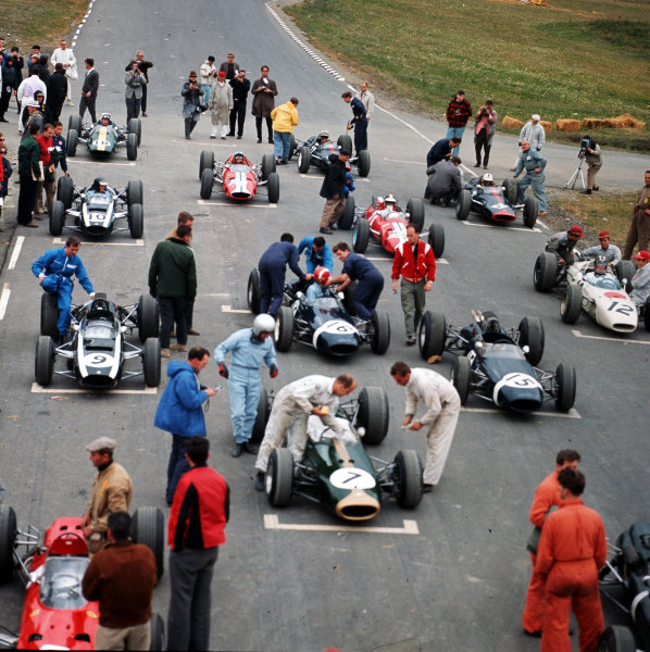 Watkins Glen, New York, USA.1-3 October 1965.The cars line up on the grid before the start.Ref-3/1849.World Copyright - LAT Photographic