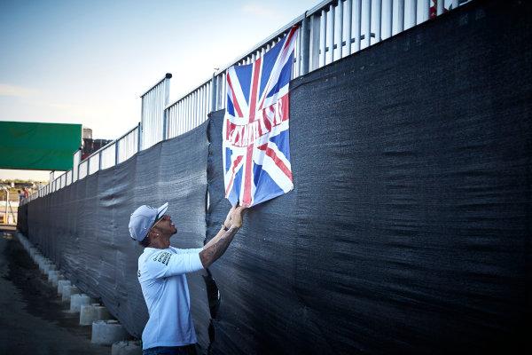 Circuit of the Americas, Austin Texas, USA. Saturday 22 October 2016. Lewis Hamilton, Mercedes AMG, signs a flag. World Copyright: Steve Etherington/LAT Photographic ref: Digital Image SNE29819