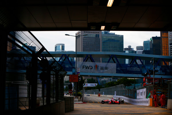 Suzuka Circuit, Japan. Sunday 09 October 2016. Felix Rosenqvist (19, Mahindra Racing) World Copyright: Zak Mauger/LAT Photographic ref: Digital Image _X0W1772