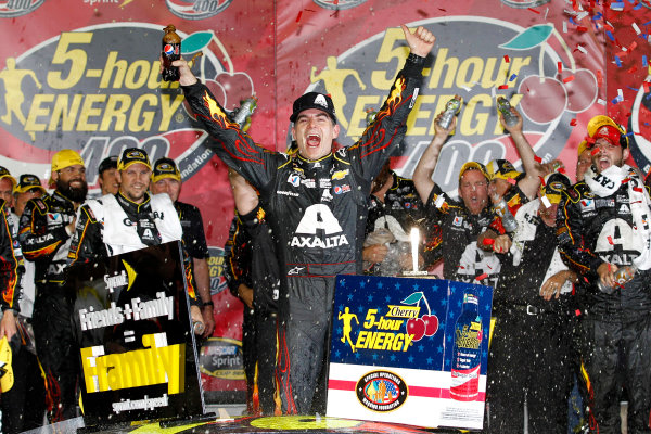9-10 May, 2014, Kansas City, Kansas USA Jeff Gordon celebrates in victory lane ©2014, Matthew T. Thacker LAT Photo USA