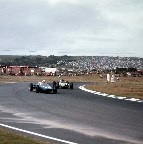 East London, South Africa.27-29 December 1962.Doug Serrurier (LDS Mk1 Alfa Romeo) leads Innes Ireland (Lotus 24 Climax). Ireland finished in 5th position.Ref-3/0745.World Copyright - LAT Photographic